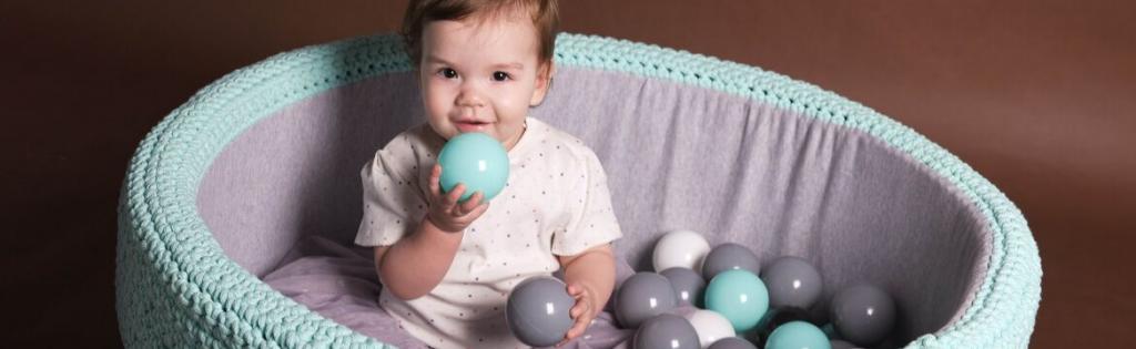 Suchy basen BabyBall jako sposób na naukę przez zabawę