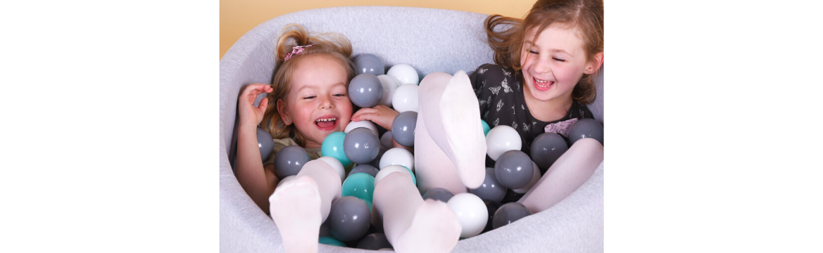 Suchy basen z kulkami - kreatywna zabawa dla każdego