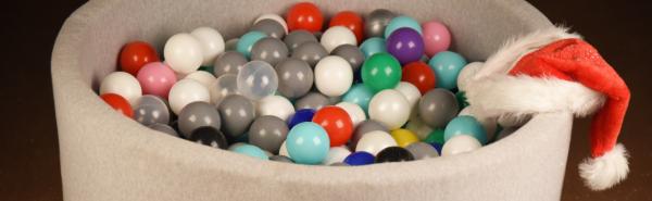 Suchy basen z kulkami prezent pod choinikę