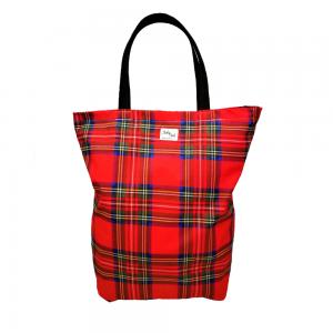 Na pewno zauważyłaś modę na powrót do korzeni. Coraz częściej słyszy się, że ludzie wyjeżdżają na wieś, sięgają do tradycji i zaczynają nowe życie. Jeśli mieszkasz w mieście i chcesz wprowadzić trochę folkowego stylu postaw na eko torbę bawełnianą w szkockim stylu!