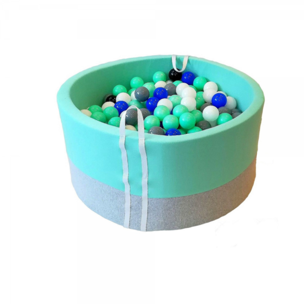 Basen z piłeczkami dla rocznego dziecka